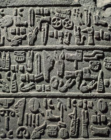Escrita-0002-www_templodeapolo_net---Hierrglifos-hititas-em-Karkemish Hieróglifos Hititas